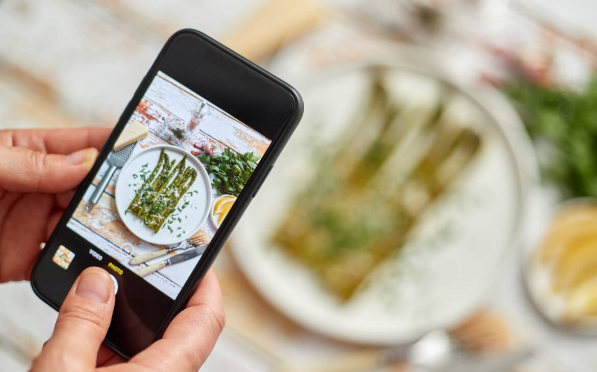 Restaurants and bars: website and social networks are essential