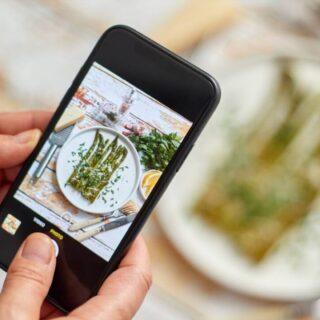 Per stare sul mercato, oggi, è indispensabile avere una presenza online. Lo hanno ormai capito tutte le aziende, anche quelle agroalimentari e i piccoli negozi. 💻📨 Ma come?  È fondamentale avere un'identità ben precisa e riconoscibile, sapere quale messaggio si vuole trasmettere, cosa si vuole evocare con il proprio marchio.   Leggi di più! (Link in bio).  #viabacco #ristoranti #bar #foodblogger #comunicazioneefficace #comunicazionedigitale #horeca #digitalmarketing