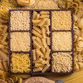 Quanti tipi di #pasta esistono in commercio e quali sono le caratteristiche di ognuna? 🍝   Abbiamo preparato un piccolo vademecum per saperne un po' di più! (Link in bio).  #viabacco #pastasciutta #pastaintegrale #pastaalluovo #semoladigranoduro #farina #grano #pastafresca